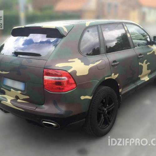 Wrapping camouflage militaire sur Porsche Cayenne
